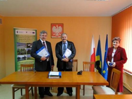 Podpisanie umowy na roboty budowlane